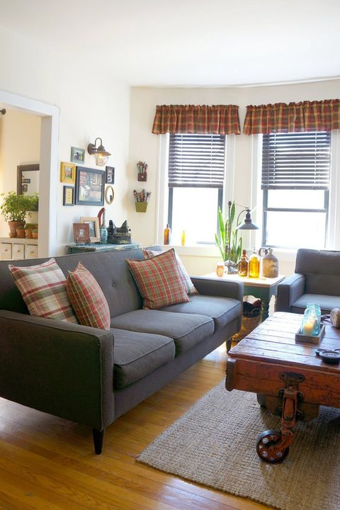We're Crushing On The Primitive Country Decor In This City Apartment Extraordinary Apartment Decorating Style