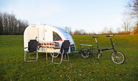 Bicycle accessory, Vehicle, Bicycle, Bicycle trailer, Trailer, Recreation, Travel trailer, Grass, RV, Leisure,