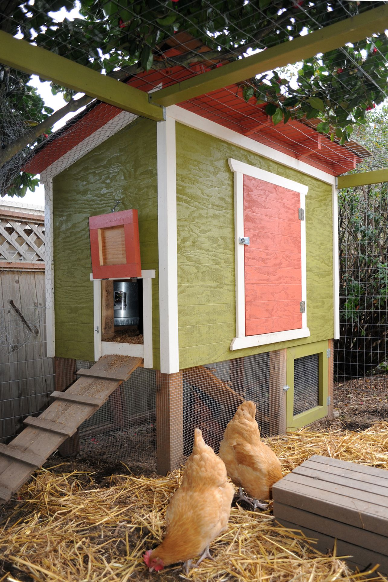 24 Diy Chicken Coops You Need In Your Backyard Coop Plans Diagram Chickens Roosters Pinterest