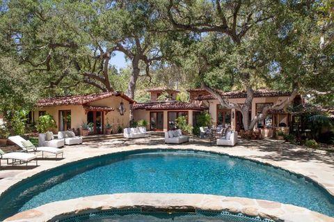 Property, Swimming pool, Resort, Real estate, Outdoor furniture, Shade, Villa, Resort town, Hotel, Sunlounger,