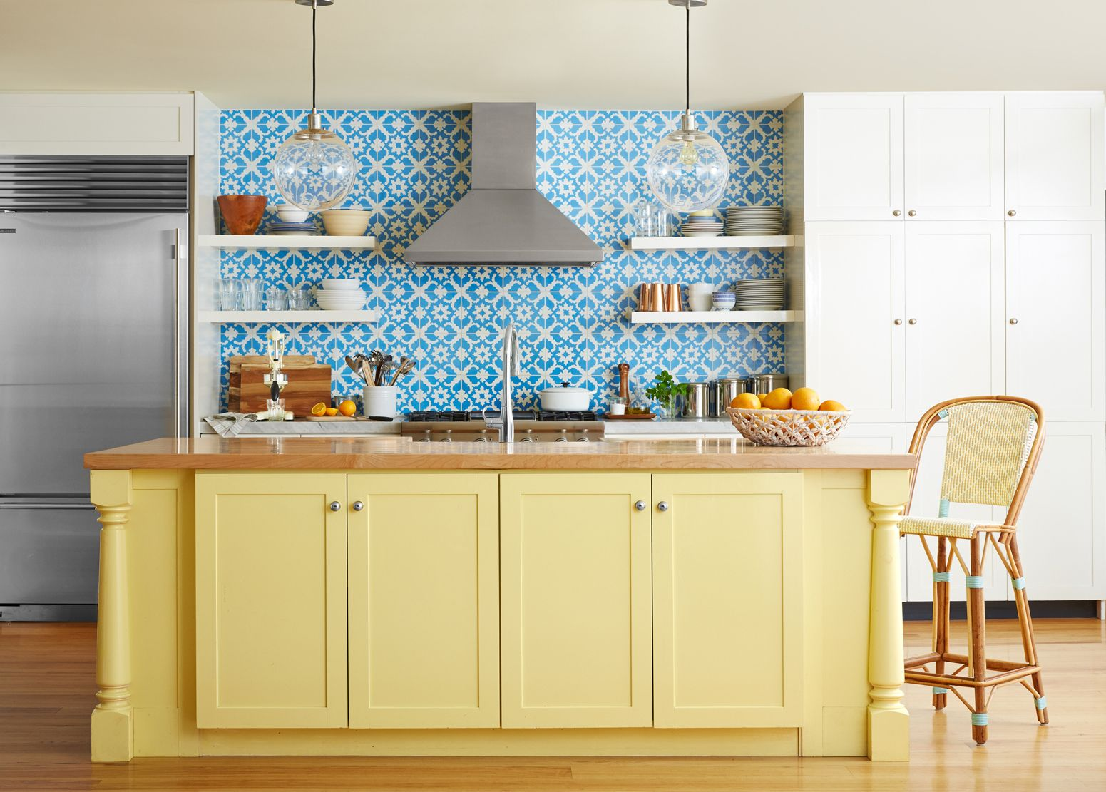 8 Ways to Add Bright Summer Style to Your Kitchen - Yellow Kitchen ...