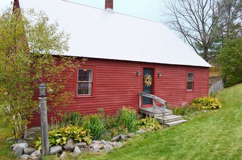 Cape cod inspired cottages 7 homes for sale with cape for Vermont country homes