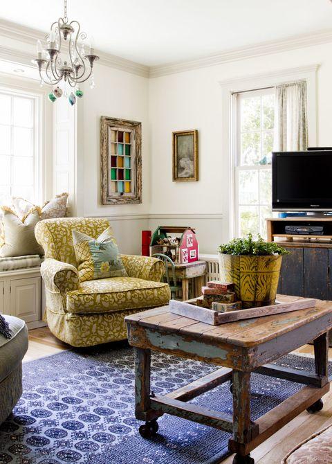 Room, Interior design, Green, Living room, Floor, Display device, Home, Furniture, Television set, Flooring,