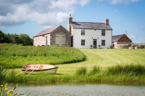 House, Watercraft, Land lot, Rural area, Boat, Cottage, Village, Roof, Bank, Residential area,