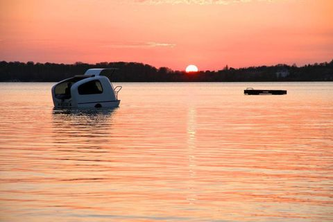 Reflection, Watercraft, Dusk, Water resources, Water, Sunset, Boats and boating--Equipment and supplies, Waterway, Liquid, Sunrise,
