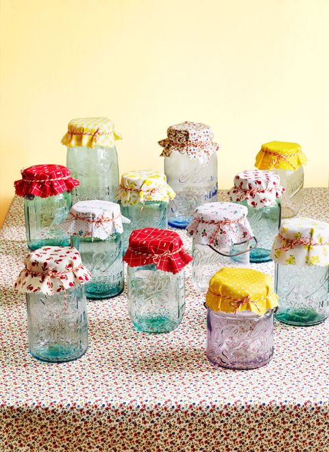 Party supply, Artificial flower, Present, Cut flowers, Food storage containers, Sweetness, Artifact, Plastic, Vase,