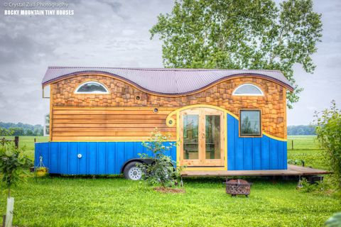 Architecture, Real estate, Land lot, Rural area, Home, Door, Art, Rim, Paint, Roof,