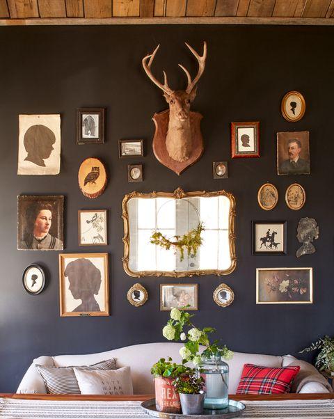 Deer, Interior design, Elk, Wall, Antler, Room, Interior design, Horn, Reindeer, Picture frame,