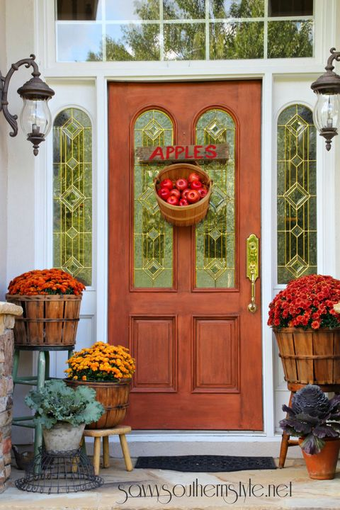fall porch decorating ideas apple bucket