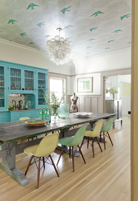 Wood, Green, Floor, Interior design, Room, Flooring, Hardwood, Table, Furniture, Wood flooring,