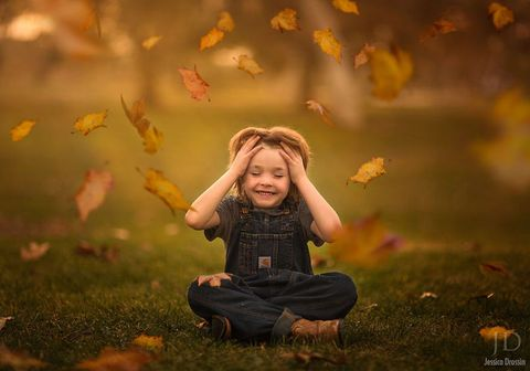 Human, Leaf, Happy, People in nature, Child, Facial expression, Autumn, Toddler, Baby & toddler clothing, Deciduous,