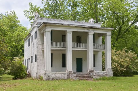 18 of the Spookiest Ghost Towns in America - Most Haunted Places
