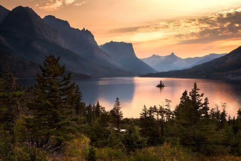 Nature, Natural landscape, Mountainous landforms, Highland, Landscape, Mountain range, Bank, Sunset, Mountain, Tarn,