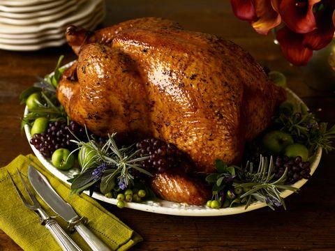 Dish, Turkey meat, Hendl, Food, Roasting, Roast goose, Cuisine, Drunken chicken, Duck meat, Thanksgiving dinner,