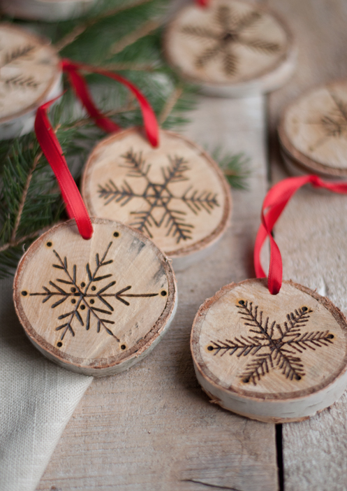 50 homemade christmas ornaments diy crafts with christmas tree