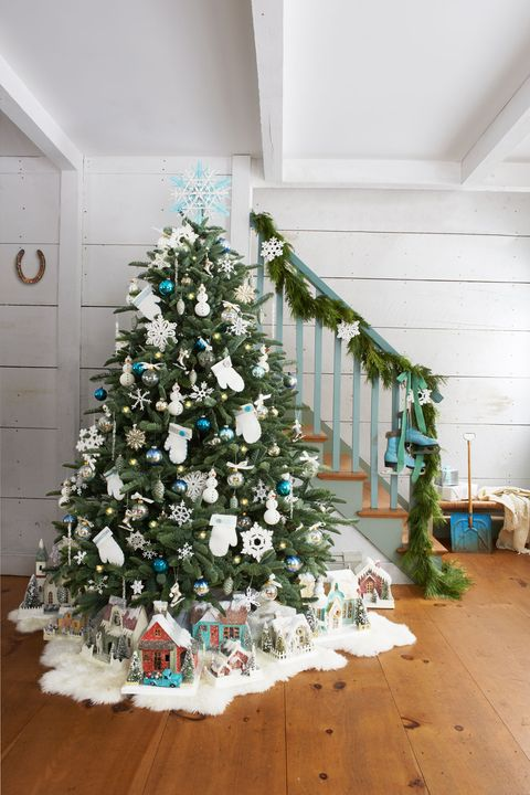 Monica Buck Snowy Christmas Garland Idea