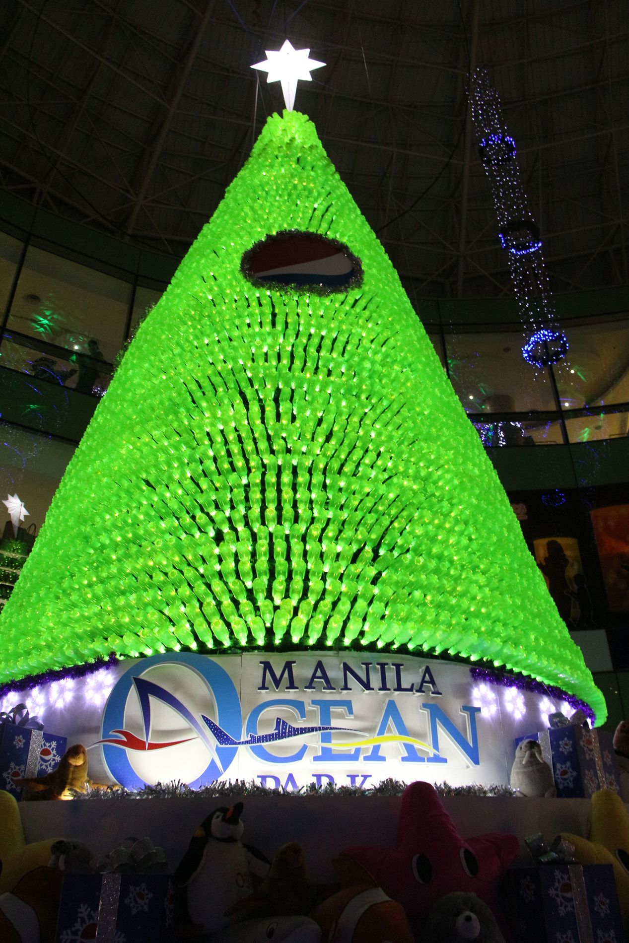 Christmas Trees Around The World - 2015 Christmas Trees