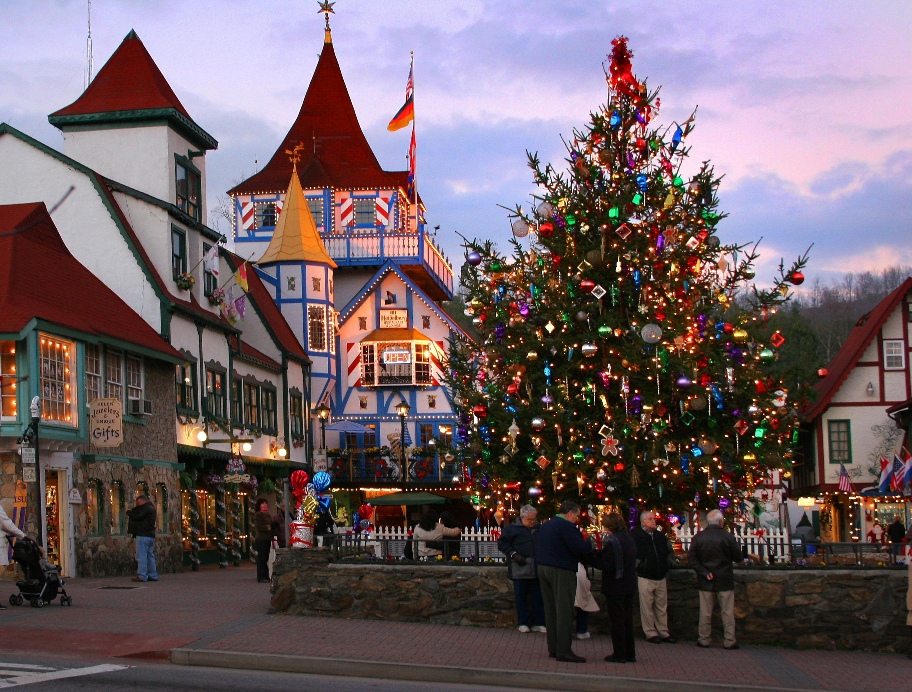 30 best christmas towns in usa best christmas towns in america - Best Places To Travel For Christmas