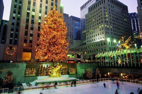 Winter, Tower block, Metropolitan area, Facade, Commercial building, City, Landmark, Metropolis, Holiday, Urban area,
