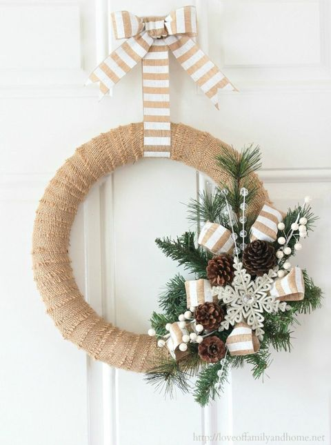 courtesy of love of family and home burlap christmas wreath - Burlap Christmas