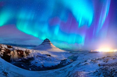 Aurora, Atmosphere, Natural landscape, Winter, Atmospheric phenomenon, Space, Geological phenomenon, Slope, Freezing, Snow,