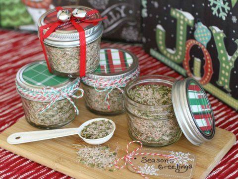 25 Fun DIY Christmas Gifts for Neighbors - Inexpensive Christmas ...