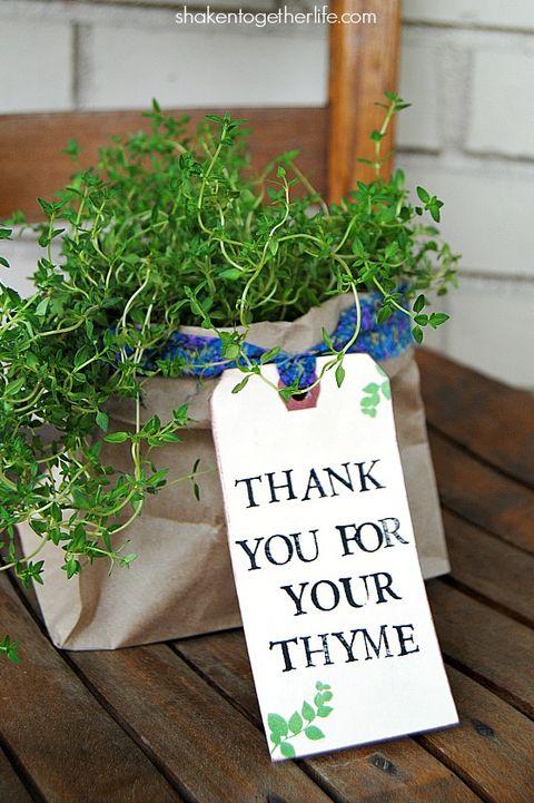 aa9b917be7573 30 Fun DIY Christmas Gifts for Neighbors - Inexpensive Neighbor Gifts