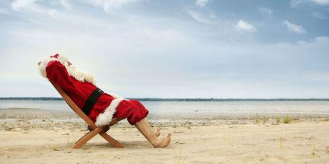 Fun, Human leg, Elbow, Sand, Summer, Coastal and oceanic landforms, People in nature, Barefoot, Shore, Toe,