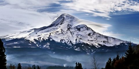 Mountainous landforms, Sky, Mountain range, Natural landscape, Winter, Highland, Mountain, Summit, Hill station, Terrain,
