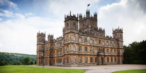 Grass, Architecture, Building, Facade, Landmark, Palace, Plain, Manor house, Land lot, Castle,