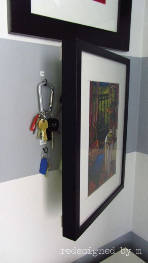 Picture frame, Household hardware, Visual arts, Collection, Exhibition, Art exhibition, Handle, Painting, Art gallery, Modern art,
