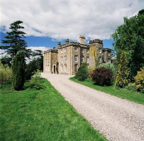 Grass, Property, Building, House, Land lot, Manor house, Shrub, Castle, Mansion, Villa,