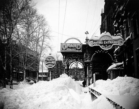 Winter, Freezing, Neighbourhood, Monochrome, Snow, Arch, Monochrome photography, Overhead power line, Electricity, Winter storm,