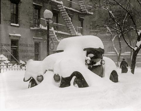 Winter, Freezing, Snow, Automotive exterior, Monochrome, Blizzard, Winter storm, Precipitation, Monochrome photography, Home,