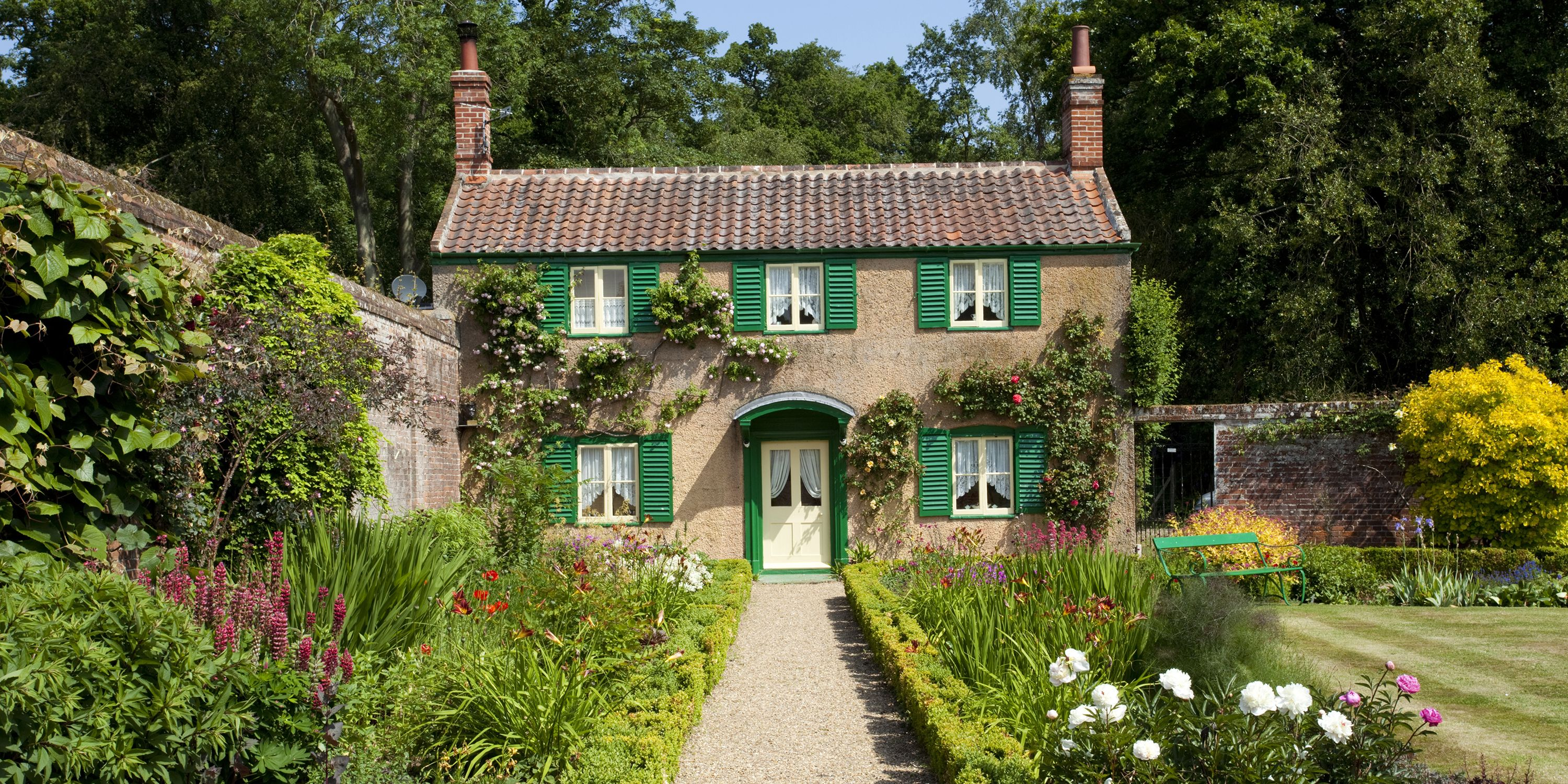 11 photos of english country cottages that make us want one right now