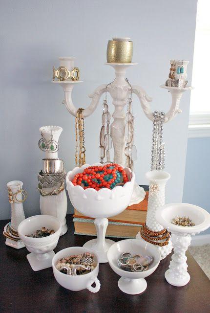 Serveware, Dishware, Porcelain, Natural material, Still life photography, Flower Arranging, Cut flowers, Brass, Toy, Ceramic,