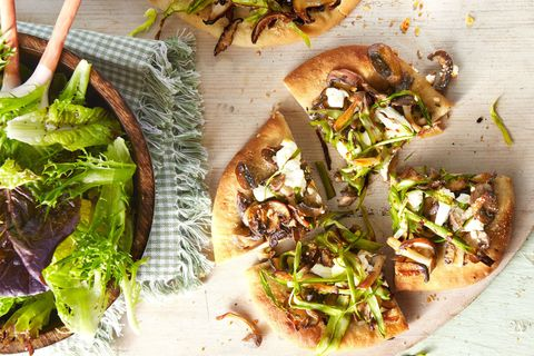 Winner dinners recipe for mushroom and asparagus pizza.