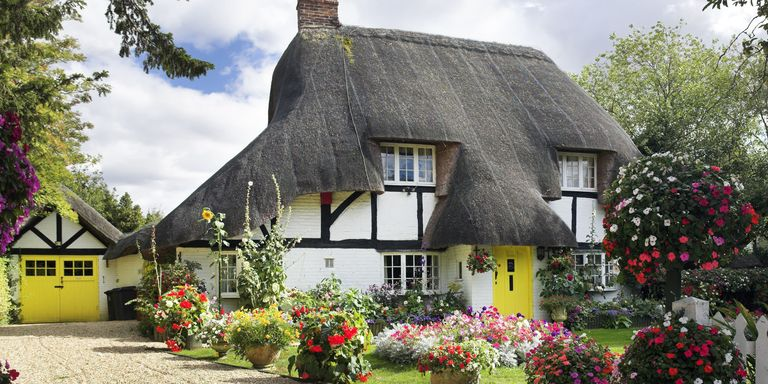 11 photos of english country cottages that make us want for Definition of a cottage house