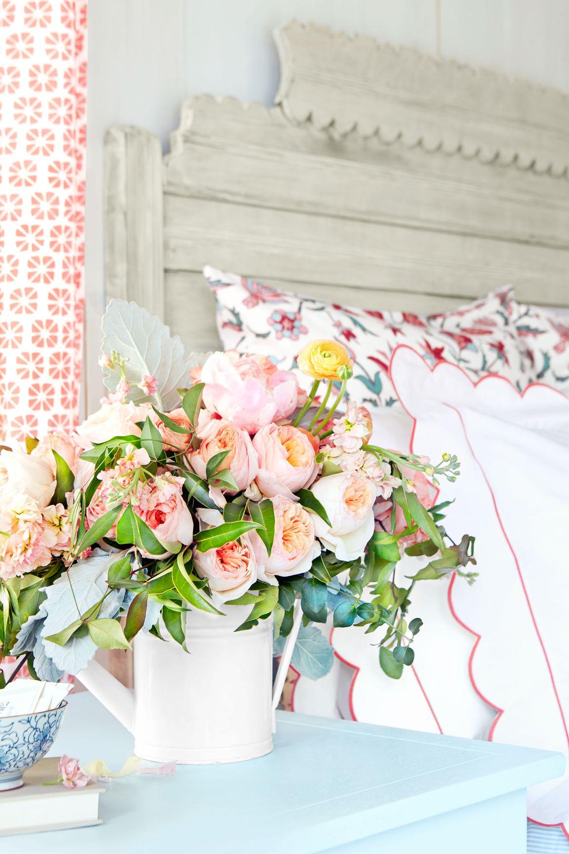 卧室里的粉色花艺