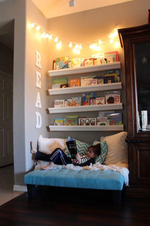 Room, Shelf, Furniture, Interior design, Bed, Property, Wall, Shelving, Bed sheet, Bedroom,