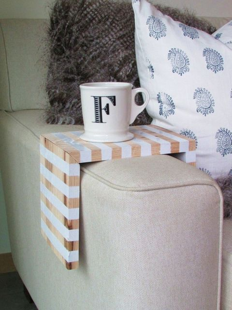 Cup, Serveware, Drinkware, Dishware, Coffee cup, Textile, Porcelain, Ceramic, Teacup, Tableware,