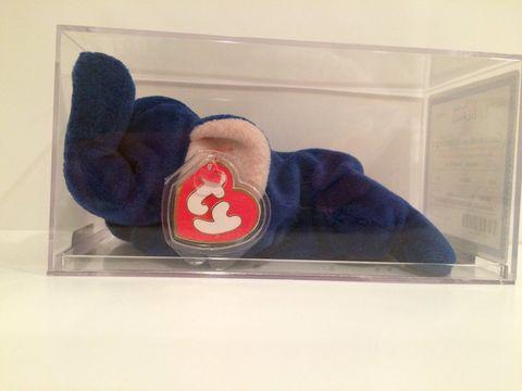 Carmine, Cobalt blue, Symbol, Fictional character,