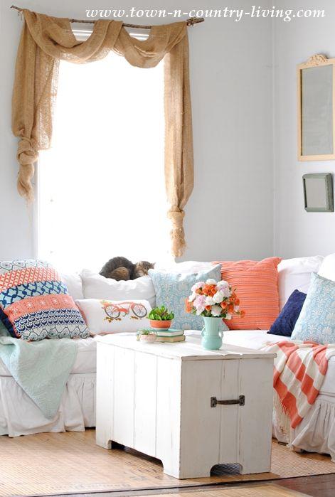 Room, Interior design, Textile, Interior design, Home, Wall, Linens, Window treatment, Home accessories, Grey,