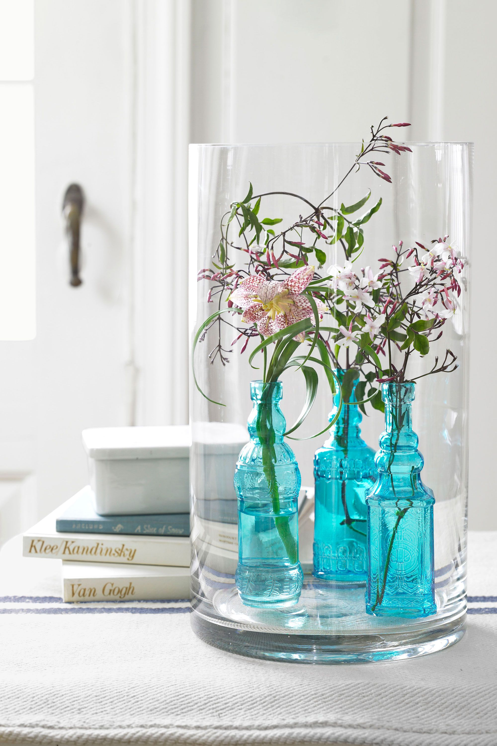 40+ Spring Centerpieces and Table Decorations - Ideas for Spring ...