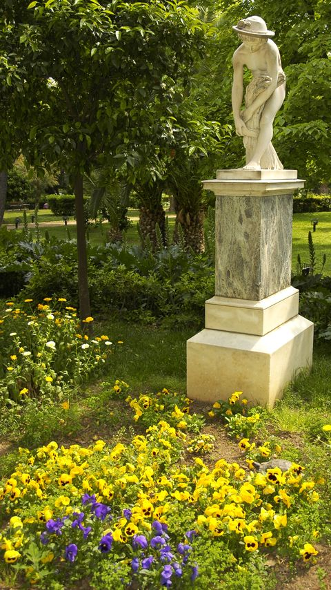 Plant, Garden, Flower, Shrub, Sculpture, Groundcover, Park, Wildflower, Pedestal, Memorial,