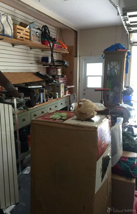 Wood, Room, Ceiling, Hardwood, Box, Plywood, Cabinetry, Stuffed toy, Carton, Daylighting,
