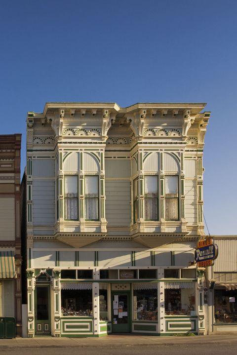Facade, Mixed-use, Door, Sidewalk, Sash window, Inn, Listed building,
