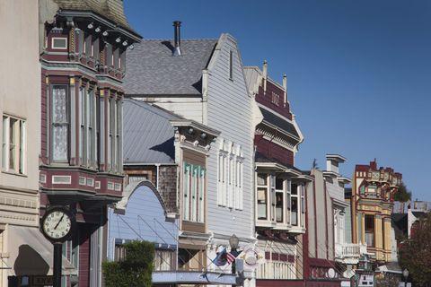 Neighbourhood, Facade, Town, Real estate, Mixed-use, Urban design, Balcony,