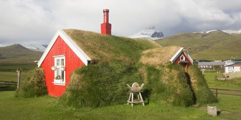 Highland, House, Land lot, Rural area, Grassland, Mountain range, Slope, Fell, Cottage, Roof,