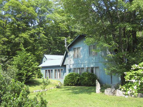 Vegetation, Green, Plant, Wood, Property, House, Land lot, Real estate, Home, Building,